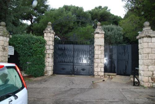 elton johns house